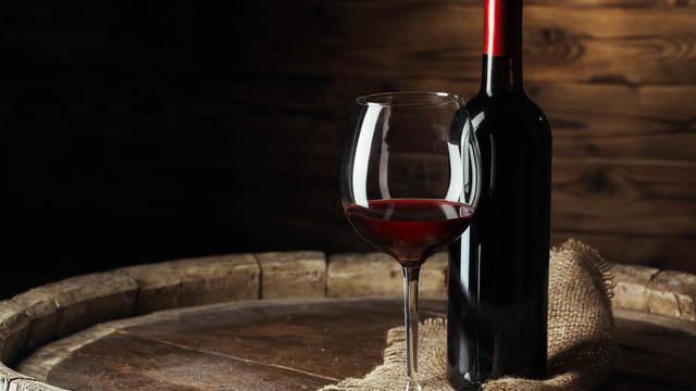 Pierrelatte / Drôme - Bar à Vin                                                     Restauration